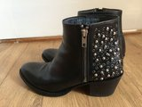 Sendra 10677 black with studs
